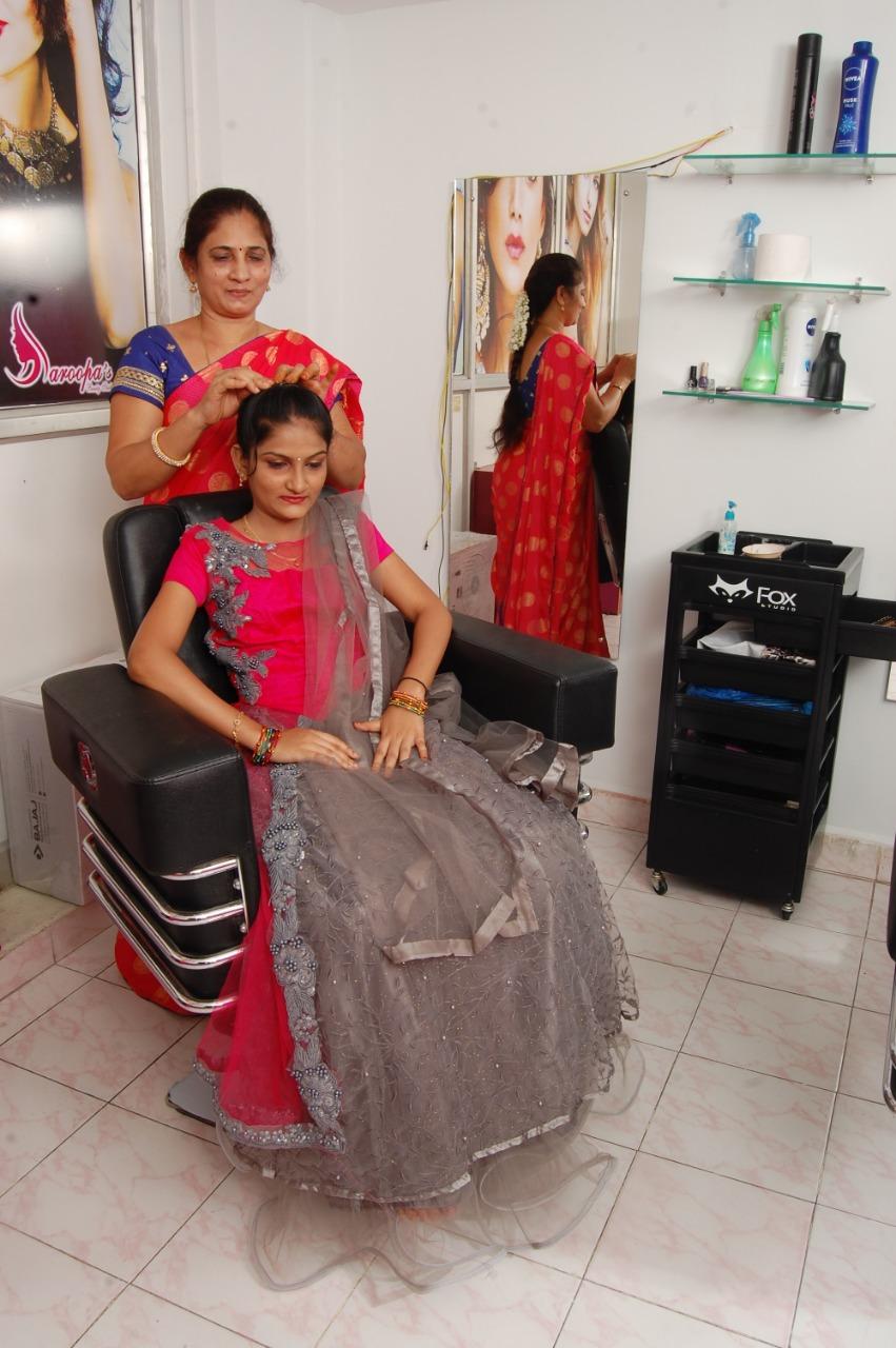 Saroopa beauty parlor